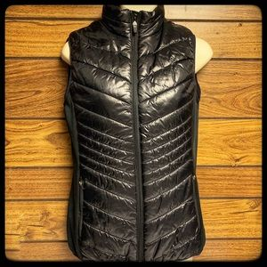 Xersion small puffer vest all black sleeveless